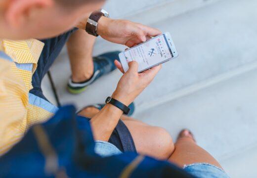 adolescent qui envoi sms gratuit