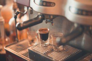 Quelle est la différence entre une machine à café à grain, une machine à café classique et une machine à expresso?