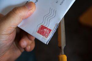 Comment savoir d'où vient une lettre recommandée?